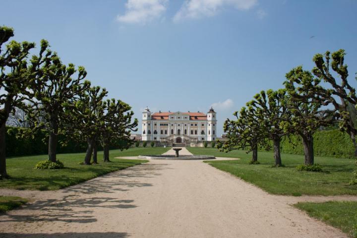 http://www.ubytovaninajarosce.cz/galerie/zamek-milotice1565285549.jpg