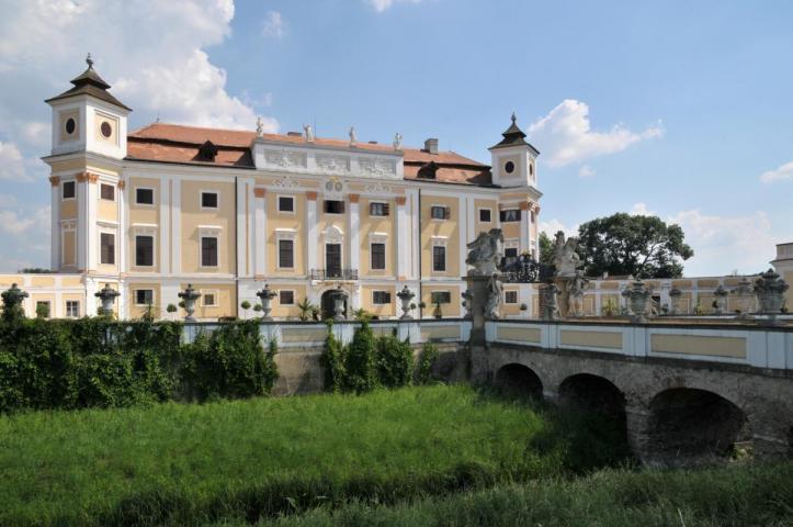 http://www.ubytovaninajarosce.cz/galerie/zamek-milotice1565285565.jpg